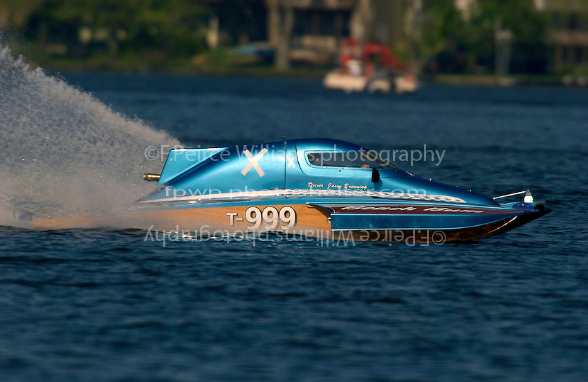 "Jason Browning, T-999 ""Beach Bum"" 1 Litre Stock hydroplane..Lake Hopatcong, NJ USA 17 May, 2003.©F. Peirce Williams 2003..F. Peirce Williams .photography.P.O.Box 455 Eaton, OH 45320.p: 317.358.7326  e: fpwp@mac.com."