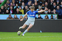 Owen Farrell of Saracens takes a conversion attempt during the Premiership Rugby match between Harlequins and Saracens - 09/01/2016 - Twickenham Stoop, London<br /> Mandatory Credit: Rob Munro/Stewart Communications