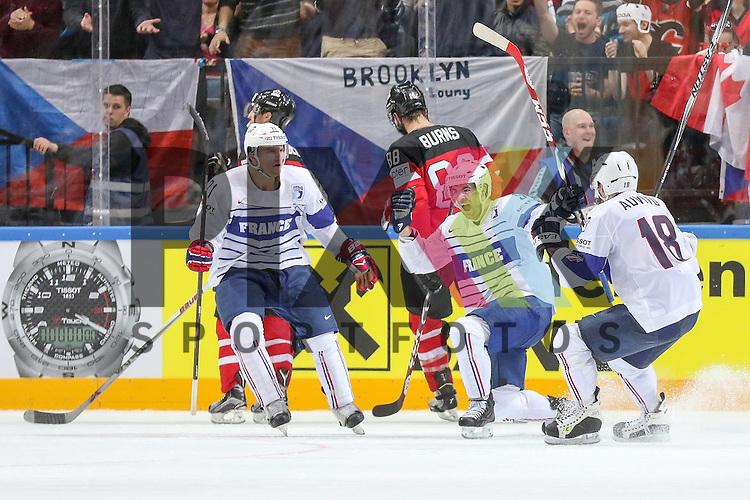 Tor Frankreichs Fleury, Damien (Nr.9)  mit dem Jubel zusammen mit dem Team im Spiel IIHF WC15 France vs Canada.<br /> <br /> Foto &copy; P-I-X.org *** Foto ist honorarpflichtig! *** Auf Anfrage in hoeherer Qualitaet/Aufloesung. Belegexemplar erbeten. Veroeffentlichung ausschliesslich fuer journalistisch-publizistische Zwecke. For editorial use only.