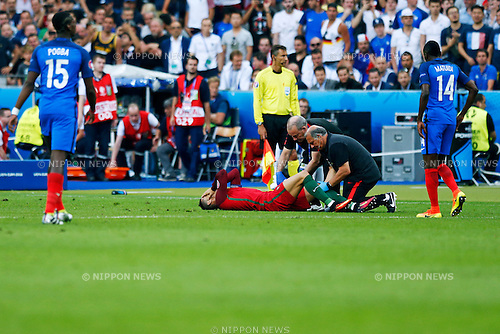 Cristiano Ronaldo (POR), JULY 10, 2016 - Football / Soccer : Cristiano Ronaldo of Portugal receives medical attention after being injured during the UEFA EURO 2016 Final match between Portugal 1-0 France at Stade de France in Saint-Denis, France. (Photo by D.Nakashima/AFLO)