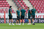 Stefanos Kapino (Werder Bremen #27), Fin Bartels (Werder Bremen #22), Davy Klaassen (Werder Bremen #30), Philipp Bargfrede (Werder Bremen #44), Luca Plogmann (Werder Bremen #40) bei der Stadionbesichtigung vor dem Spiel<br /> <br /> <br /> Sport: nphgm001: Fussball: 1. Bundesliga: Saison 19/20: 33. Spieltag: 1. FSV Mainz 05 vs SV Werder Bremen 20.06.2020<br /> <br /> Foto: gumzmedia/nordphoto/POOL <br /> <br /> DFL regulations prohibit any use of photographs as image sequences and/or quasi-video.<br /> EDITORIAL USE ONLY<br /> National and international News-Agencies OUT.