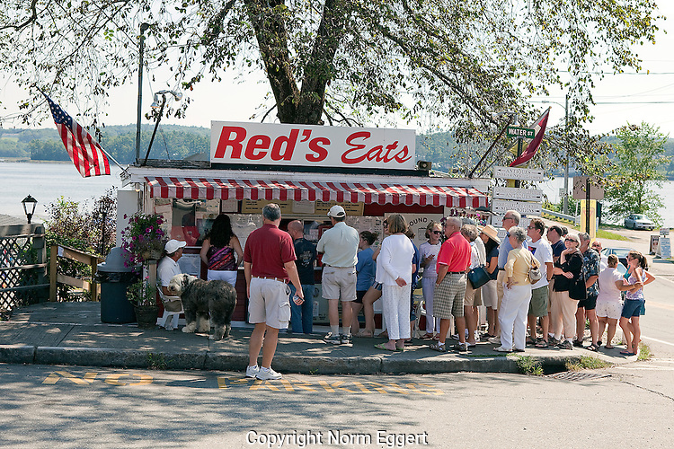 Red's Eats, Great Lobster Rolls, famous for his great lobster rolls