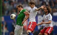FUSSBALL   1. BUNDESLIGA   SAISON 2013/2014   6. SPIELTAG Hamburger SV - SV Werder Bremen                       21.09.2013 Clemens Fritz (li, SV Werder Bremen) gegen Marcell Jansen (li) und Petr Jiracek (v.l., beide Hamburger SV)