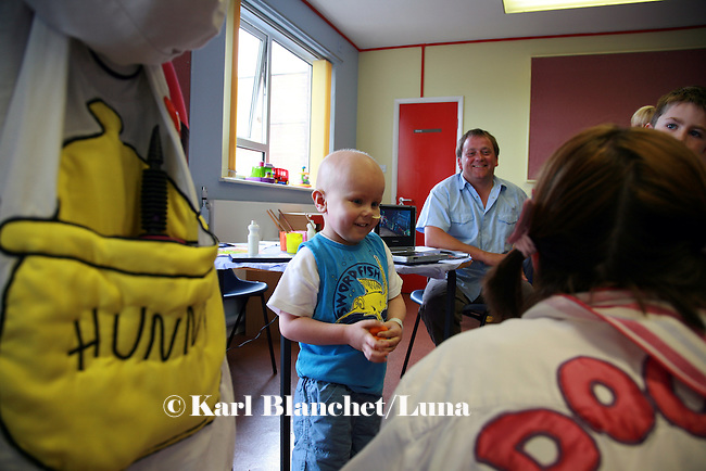 Matthew in the oncology ward at the Royal Manchester Children hospital is facinated by the magic show of the clowns, Dr Looloo and Dr Hunny.