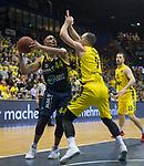 13.01.2019, EWE Arena, Oldenburg, GER, easy Credit-BBL, EWE Baskets Oldenburg vs Alba Berlin, im Bild<br /> am Ball.....<br /> Karsten TADDA (EWE Baskets Oldenburg #9 )<br /> Stefan PENO (Alba Berlin #44 )<br /> Foto © nordphoto / Rojahn