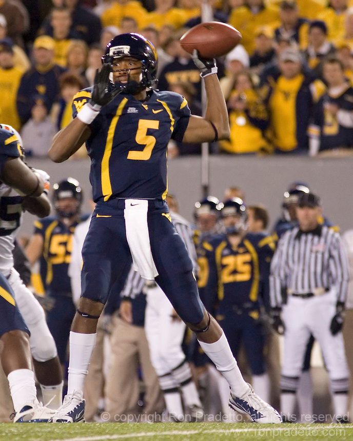 October 23, 2008: WVU quarterback Pat White (5). The West Virginia Mountaineers defeated the Auburn Tigers 34-17 on October 23, 2008 at Mountaineer Field, Morgantown, West Virginia.