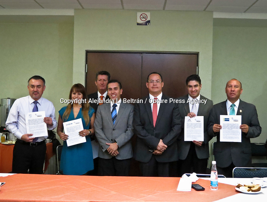 Querétaro, Qro. 26 de mayo 2016. Firma el Colegio de Abogados convenio con universidades queretanas. Foto: Alejandra L. Beltrán / Obture Press Agency