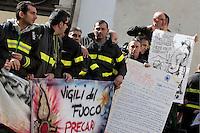 Roma 28-10-2014 Piazza Montecitorio. Manifestazione dei Vigili del Fuoco precari<br /> Photo Samantha Zucchi Insidefoto