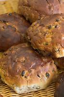 Europe/France/2A/Corse-du-Sud/Bonifacio: le pain des morts aux noix et au raisins d'Erasme Sorba boulanger-patissier -spécialité Bonifacienne