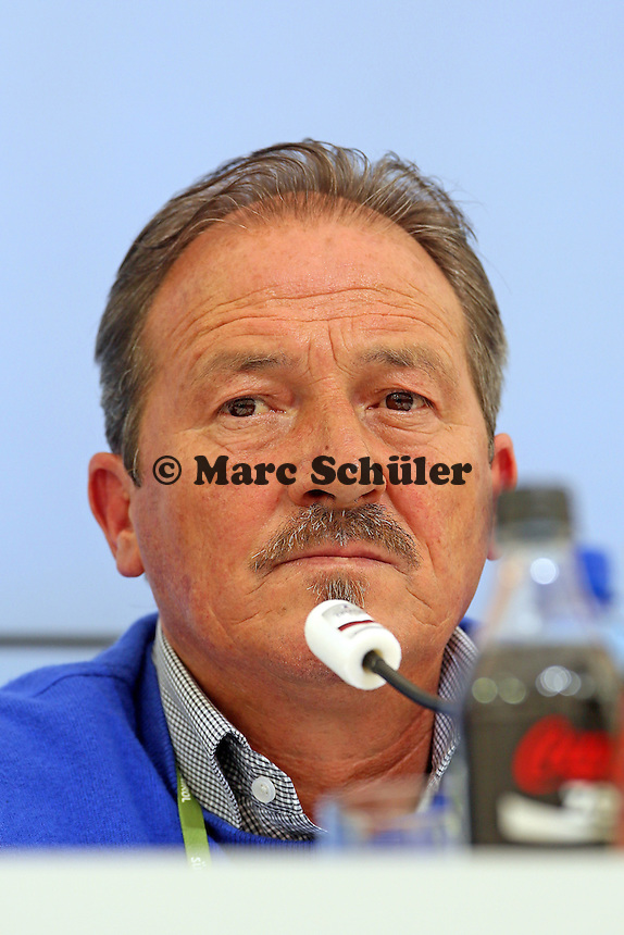 Hauptkommissar Johann Ramoser (Polizei Bozen) - Pressekonferenz der Deutschen Nationalmannschaft  zum Unfall beim Mercedes Werbedreh im Rahmen der WM-Vorbereitung in St. Martin