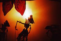 Indonesia, Java island: performances of shadow puppet theatre.<br /> Indonesia, Giava: spettacoli di teatro d'ombre di marionette