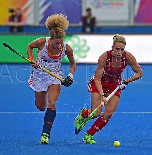 30.08.2015. Lea Valley, London, England. Unibet EuroHockey Championships Day 10. Gold Medal Final. England versus Netherlands. Susannah Townsend (ENG) gets away from Maria Verschoor (NED)