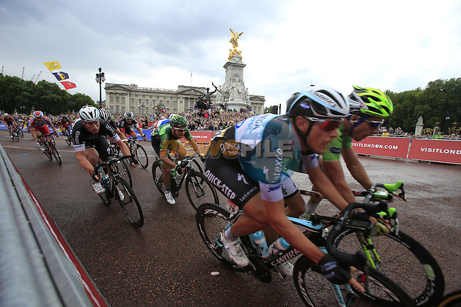 The sprinters round the final bend at Buckingham Palace at the end of Stage 3 of the 2014 Tour de France running 155km from Cambridge to London. 7th July 2014.<br /> Picture: Eoin Clarke www.newsfile.ie