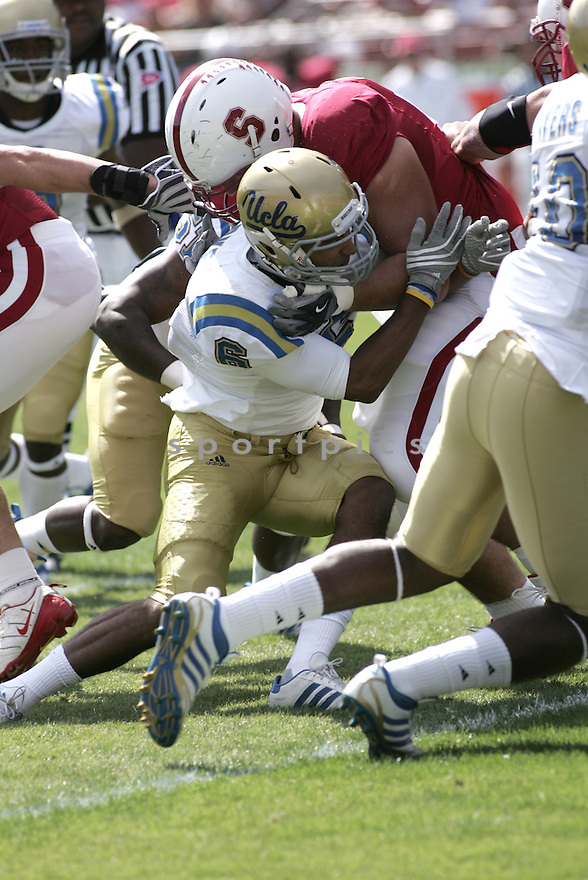 TONY DYE, of the UCLA Bruins in action during the Bruins game against Stanford University Cardinal in Stanford, CA on October 3, 2009.  Stanford  beat the Bruins 24-16..