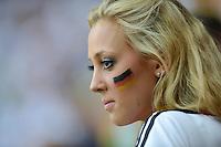 FUSSBALL  EUROPAMEISTERSCHAFT 2012   HALBFINALE Deutschland - Italien              28.06.2012 Weiblicher deutscher Fussballfan