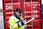 le 27 decembre 2012, l'absence d'indication de fumigation sur les conteneurs améne les services des douanes à recommander à leurs employés le port du masque à gaz pour l'ouverture des conteneurs au terminale France, Port 2000, du Havre (76)