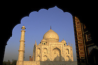India, Uttar Pradesh, Taj Mahal scene through archway.