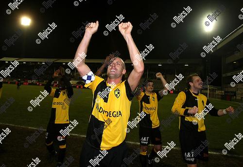 2010-03-17 / Voetbal / seizoen 2009-2010 / R. Antwerp FC - SK Lierse / Jurgen Cavens viert de overwinning voor het Lierse-vak..Foto: Mpics