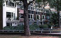 London: Churchill Gardens Estate, Lo-rise along Grosvenor Road.  (It's what's behind that depresses.)Photo '90.