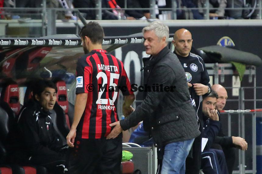 Trainer Armin Veh (Eintracht) mit dem ausgewechselten Tranquillo Barnetta - Eintracht Frankfurt vs. Hamburger SV, Commerzbank Arena