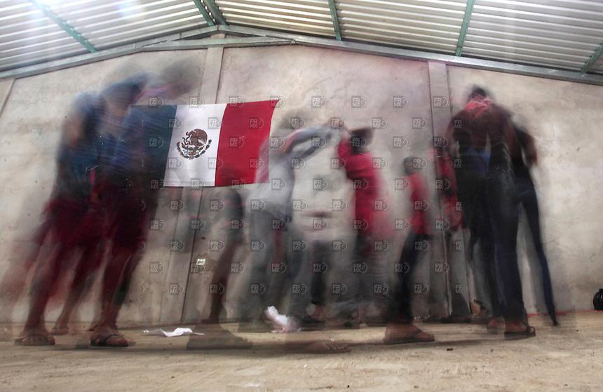 ROBERTO BARRIOS, CHIAPAS. Diciembre 30, 2013. Alumnos,  maestros y miembros de la Junta del Buen Gobierno del Ejercito Zapatista de Liberaci&oacute;n Nacional (EZLN) durante el cierre del ciclo de la Escuelita Zapatista en el Caracol V que habla para todos, Roberto Barrios en Chiapas, M&eacute;xico, el 29 de octubre de 2013. El EZLN prepara el aniversario n&uacute;mero 20 del levantamiento armado en Chiapas. Foto: Alejandro Mel&eacute;ndez<br /> <br /> ROBERTO BARRIOS, Chiapas. December 30, 2013. Students, teachers and members of the Board of Governance of the Zapatista Army of National Liberation (EZLN) during the closing cycle Escuelita Zapatista Caracol V in talking to everyone, Roberto Barrios in Chiapas, Mexico, October 29 2013. The EZLN places the number 20 in the armed uprising in Chiapas anniversary. Photo: Alejandro Melendez