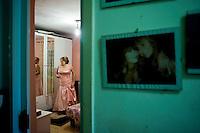 Marioara Dadiloveanu, prova il suo vestito prima del matrimonio.