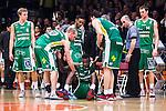 S&ouml;dert&auml;lje 2014-04-15 Basket SM-Semifinal 5 S&ouml;dert&auml;lje Kings - Uppsala Basket :  <br /> S&ouml;dert&auml;lje Kings Assane Sene f&aring;r hj&auml;lp upp fr&aring;n planen av S&ouml;dert&auml;lje Kings Martin Pahlmblad och S&ouml;dert&auml;lje Kings Toni Bizaca efter att skadat sig i slutet av matchen<br /> (Foto: Kenta J&ouml;nsson) Nyckelord:  S&ouml;dert&auml;lje Kings SBBK Uppsala Basket SM Semifinal Semi T&auml;ljehallen skada skadan ont sm&auml;rta injury pain