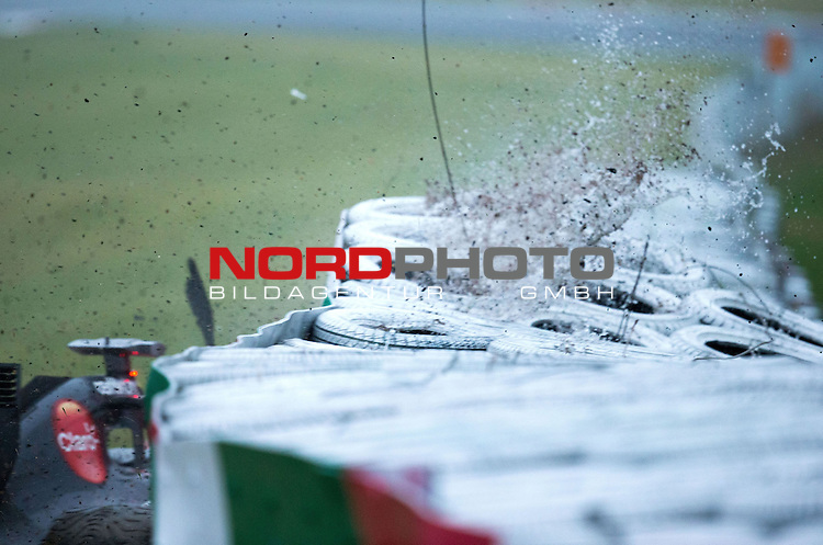 Crash - Adrian Sutil (GER), Sauber F1 Team<br /> for the complete Middle East, Austria &amp; Germany Media usage only!<br />  Foto &copy; nph / Mathis