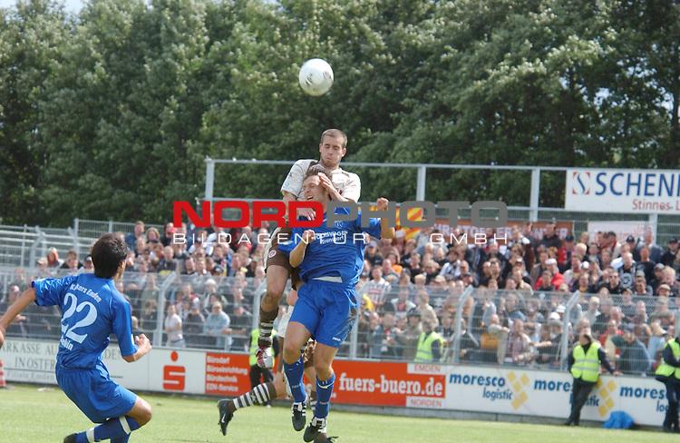 RLN  05 / 06- 3. Spieltag - Hinrunde<br /> <br /> Kickers Emden vs St. Pauli<br /> <br /> Kopfballduell ???<br /> <br /> <br /> <br /> <br /> Foto &copy; nordphoto <br /> <br /> <br /> <br />  *** Local Caption *** Foto ist honorarpflichtig! zzgl. gesetzl. MwSt.<br /> <br />  Belegexemplar erforderlich