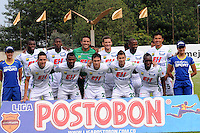ITAGÜÍ -COLOMBIA-02-02-2014. Jugadores de Atlético Huila posan para una foto de grupo previo al partido contra Itagui válido por la fecha 2 de la Liga Postobon I 2014 jugado en el estadio Metropolitano de Itaguí./ Players of Atletico Huila pose to a photo group prior a match against Itagui valid for the 2nd date of the Postobon League I 2014 played at Metropolitano stadium in Itaguí city.  Photo:VizzorImage/Luis Ríos/STR