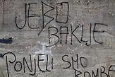 """Ein Graffiti in Neum, Bosnien. Die Übersetzung lautet:  """"Fick (auf) die Fackeln, wir haben Bomben mitgebracht!"""" / Frei übersetzt: """"Scheiss auf die Fackeln, wir haben Bomen mitgebracht."""" / A graffiti in Neum, Bosnia. Translatian: """"Fuck the torches, we have brought bombs"""".<br />Der kleine Ort Neum liegt in Bosnien-Herzegovina und bildet den einzigen Zugang zum Meer des Balkanlandes. Auf einer Länge von 9 km durchschneidet der Ort das kroatische Staatsgebiet (Neum-Korridor) Seit dem EU-Beitritt Kroatiens ist Neum auf beiden Seiten von EU-Außengrenzen eingeschlossen. / The small city of Neum in Bosnia and Herzegovina is the only place in Bosnia, where the country has access to the adriatic sea. Over a length of 9 kilometers the area cuts Croatian territory in two pieces. Since Croatia became part of the European Union, the city of Neum is enclosed between two EU-boarders."""