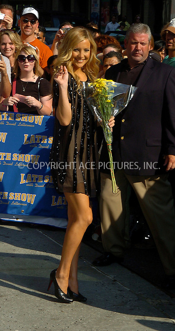 WWW.ACEPIXS.COM . . . . .  ....NEW YORK, JULY 17, 2006....Kate Hudson stops by the Letterman Show.....Please byline: AJ Sokalner - ACEPIXS.COM.... *** ***..Ace Pictures, Inc:  ..(212) 243-8787 or (646) 769 0430..e-mail: picturedesk@acepixs.com..web: http://www.acepixs.com