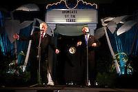 Bill Clinton and George W. Bush impersonators sing karaoke