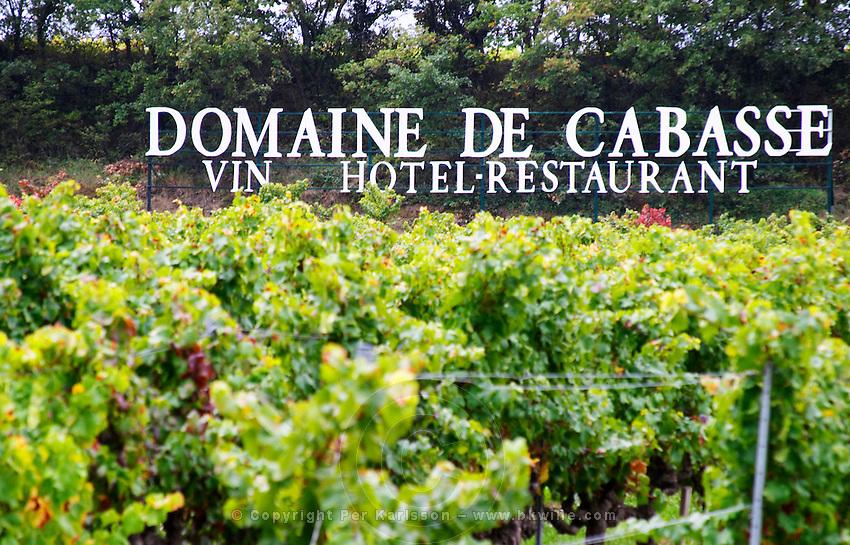Sign in the vineyard Domaine de Cabasse, wine, hotel, restaurant. Grenache vines. Domaine de Cabasse Hotel Restaurant, Alfred and Antoinette Haeni, Séguret, Seguret Cote du Rhone Vaucluse Provence France Europe