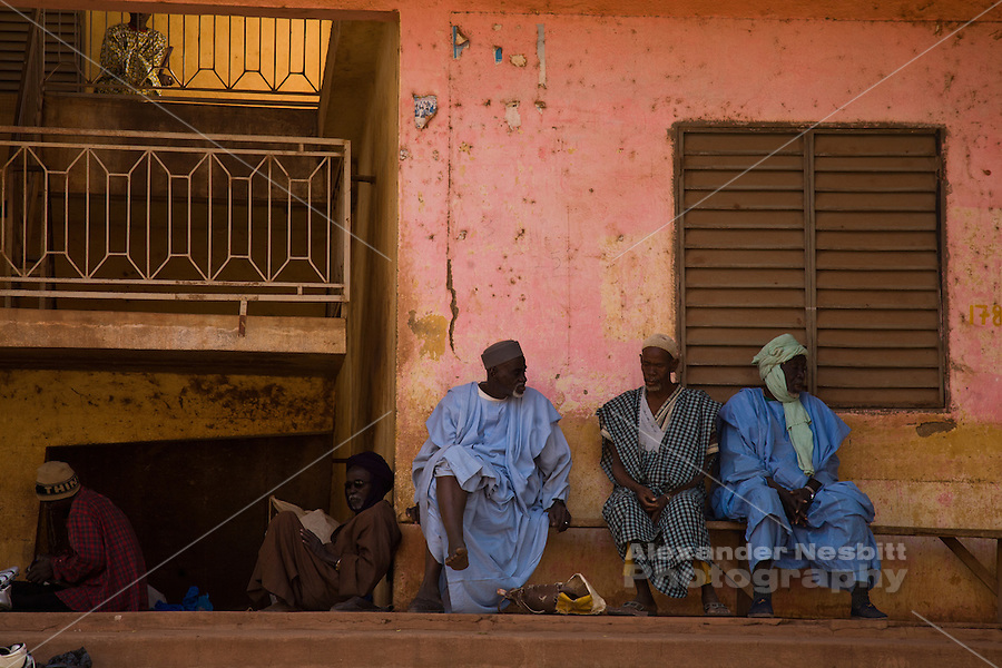 Men sitting around in central Mopti, Mali