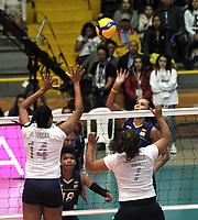 BOGOTÁ-COLOMBIA, 07-01-2020: Veronica Pasos de Colombia, juega el balón a Aleoscar Blanco y Ahizar Zuñiga de Venezuela, durante partido entre Venezuela y Colombia en el Preolímpico Suramericano de Voleibol, clasificatorio a los Juegos Olímpicos Tokio 2020, jugado en el Coliseo del Salitre en la ciudad de Bogotá del 7 al 9 de enero de 2020. / Veronica Pasos from Colombia, plays the ball, to Aleoscar Blanco and Ahizar Zuñiga from Venezuela, during a match between Venezuela and Colombia, in the South American Volleyball Pre-Olympic Championship, qualifier for the Tokyo 2020 Olympic Games, played in the Colosseum El Salitre in Bogota city, from January 7 to 9, 2020. Photo: VizzorImage / Luis Ramírez / Staff.