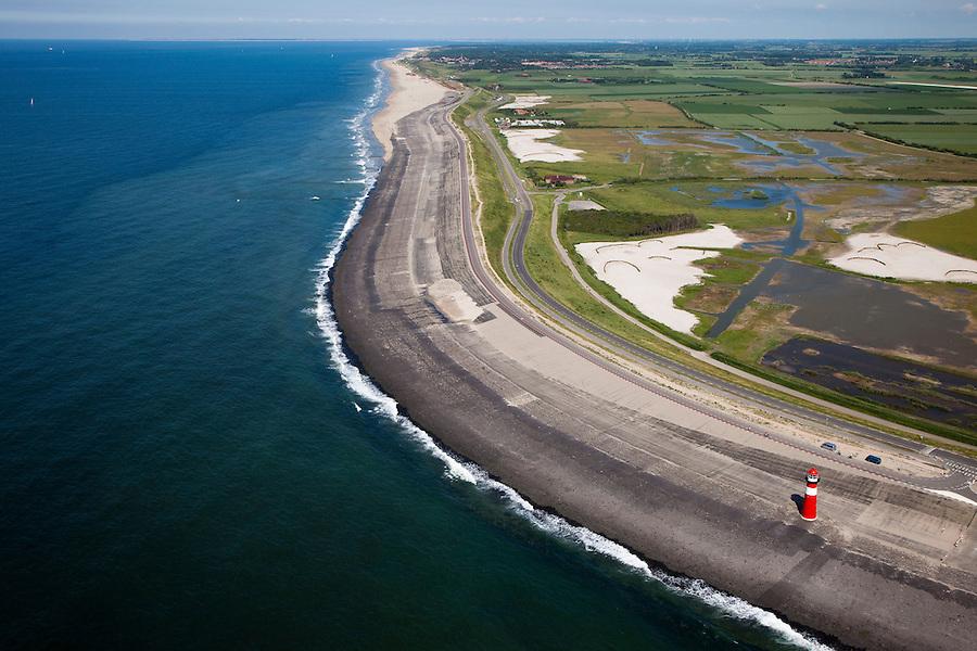 Nederland, Zeeland, Walcheren, 12-06-2009; Westkappelsche Zeedijk met vuurtoren, bijgenaamd het IJzeren torentje (Westkapelle Laag). Bij de overgang tussen de dijk en de duinenrij, boven in beeld, een van de 'Zwakke Schakels' in de zeewering is recent zandsuppletie uitgevoerd.Swart collectie, luchtfoto (25 procent toeslag); Swart Collection, aerial photo (additional fee required).foto Siebe Swart / photo Siebe Swart