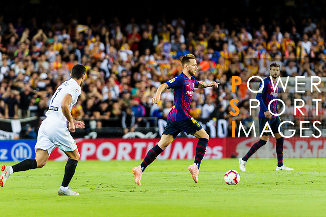 Ivan Rakitic of FC Barcelona (C) in action during their La Liga 2018-19 match between Valencia CF and FC Barcelona at Estadio de Mestalla on October 07 2018 in Valencia, Spain. Photo by Maria Jose Segovia Carmona / Power Sport Images