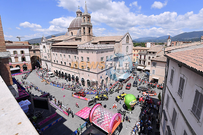 The start of Stage 10 the Sagrantino Stage of the 100th edition of the Giro d'Italia 2017, an individual time trial running 39.8km from Foligno to Montefalco, Italy. 16th May 2017.<br /> Picture: LaPresse/Gian Mattia D'Alberto | Cyclefile<br /> <br /> <br /> All photos usage must carry mandatory copyright credit (&copy; Cyclefile | LaPresse/Gian Mattia D'Alberto)