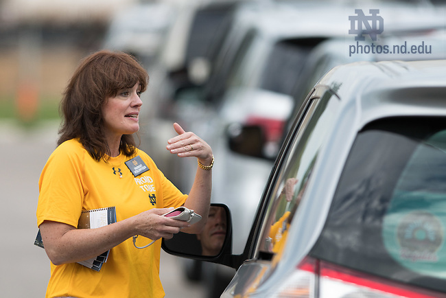 August 19, 2016; A parent volunteer instructs incoming parents and students on move-in day of Welcome Weekend. (Photo by Matt Cashore/University of Notre Dame)
