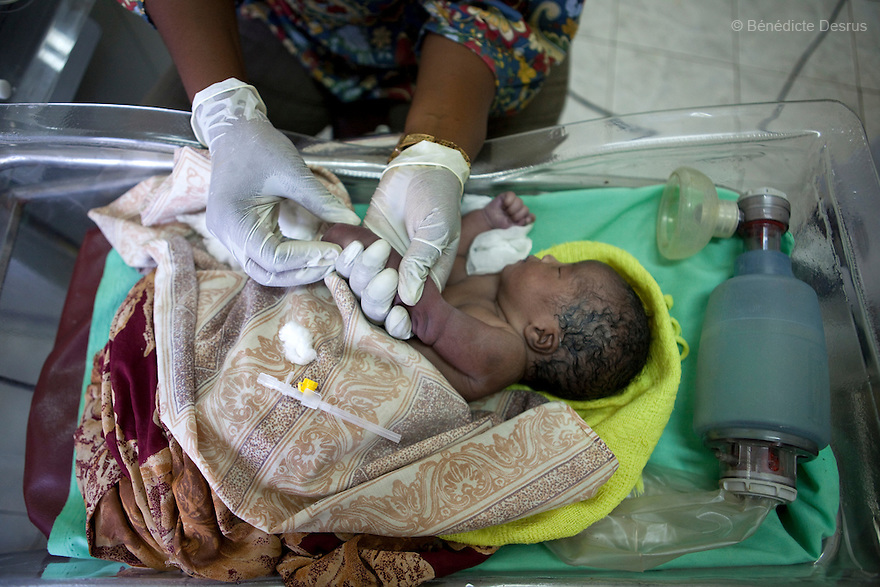 July 6, 2011 - Juba, Republic of South Sudan - A doctor takes care of a newborn baby with complications at Neonatal Intensive Care Unit in Juba Teaching Hospital, South Sudan's oldest, and by far the largest and best-equipped in the new country. South Sudan has the highest maternal mortality rate in the world. One in seven South Sudanese women is likely to die because of complications from delivery. Just 10 per cent of South Sudanese women have access to medical professionals during childbirth. Photo credit: Benedicte Desrus