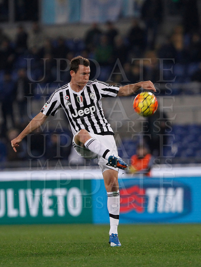 Calcio, Serie A: Lazio vs Juventus. Roma, stadio Olimpico, 4 dicembre 2015.<br /> Juventus' Stephan Lichsteiner in action during the Italian Serie A football match between Lazio and Juventus at Rome's Olympic stadium, 4 December 2015.<br /> UPDATE IMAGES PRESS/Isabella Bonotto