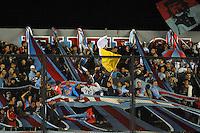 AVELLANEDA, ARGENTINA, 14 MARÇO 2013 - TAÇA LIBERTADORES DA AMÉRICA - Torcedores do Arsenal de Sarandí durante partida contra o São Paulo pela quarta rodada do grupo 3 da Copa Libertadores no Estádio Julio Humberto Grondona, em Avellaneda, na Grande Buenos Aires, Argentina, nesta quinta-feira, 14. (FOTO: JUANI RONCORONI / BRAZIL PHOTO PRESS)..