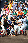 Osaka Toin team group,<br /> AUGUST 25, 2014 - Baseball :<br /> Osaka Toin players celebrate their victory at the end of the 96th National High School Baseball Championship Tournament final game between Mie 3-4 Osaka Toin at Koshien Stadium in Hyogo, Japan. (Photo by Katsuro Okazawa/AFLO)