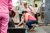 CURITIBA, PR, 02.11.2014 - DIA DE FINADOS / CURITIBA - Movimentação de populares  no cemitério  Municipal São Francisco de Paula, na manhã deste domingo (02), em Curitiba. bairro de São Francisco. O cemitério Municipal é o mais antigo de Curitiba.(Foto: Paulo Lisboa / Brazil Photo Press)