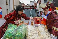 Büttelborn 03.03.2019: Rosensonntagsumzug<br /> Prinzessin Gisela I. und Prinz Ingo I. haben die Schubladen mit Kamelle befüllt<br /> Foto: Vollformat/Marc Schüler, Schäfergasse 5, 65428 R'eim, Fon 0151/11654988, Bankverbindung KSKGG BLZ. 50852553 , KTO. 16003352. Alle Honorare zzgl. 7% MwSt.