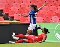 BOGOTÁ-COLOMBIA, 08-09-2019: Lina Gómez de Millonarios y Alexandra Ararat de América de Cali disputan el balón, durante partido entre Millonarios y el América de Cali de ida de las semifinales por la Liga Águila Femenina 2019  jugado en el estadio Nemesio Camacho El Campín de la ciudad de Bogotá. / Lina Gomez of Millonarios and Alexandra Ararat of America de Cali figth for the ball, during a match between Millonarios and America de Cali of the semifinals for the 2019 Women's Aguila League played at the Nemesio Camacho El Campin Stadium in Bogota city, Photo: VizzorImage / Luis Ramírez / Staff.