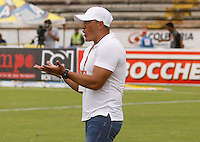 NEIVA, COLOMBIA, 10-04-2016: Jose Fernando Santa técnico de Atlético Huila gesticula durante partido contra Jaguares FC por la fecha 12 de la Liga Águila I 2016 jugado en el estadio Guillermo Plazas Alcid de la ciudad de Neiva./ Jose Fernando Santa coach of Atletico Huila gestures during match against Jaguares FC for the date 12 of the Aguila League I 2016 played at Guillermo Plazas Alcid in Neiva city. VizzorImage / Sergio Reyes / Cont