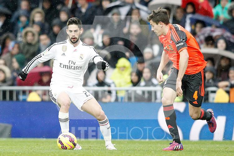 Real Madrid's Isco (l) and Real Sociedad's Gorka Elustondo during La Liga match.January 31,2015. (ALTERPHOTOS/Acero)