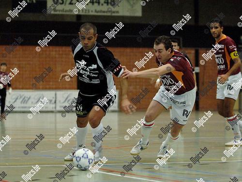 Antwerpen - Morlanweiz: Nunes Fernandes (L) met Kevin Verschueren van Antwerpen
